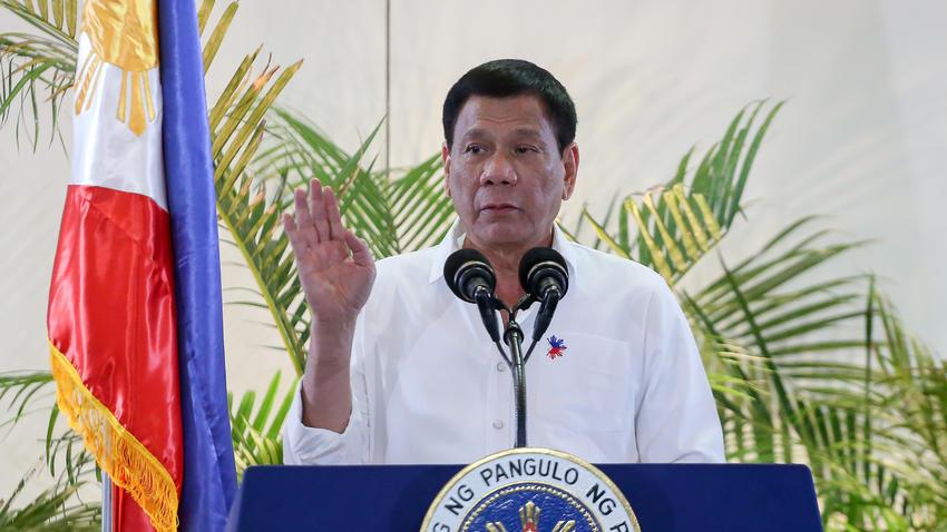 Presidente filipino amenaza a funcionarios corruptos con tirarlos de helicóptero