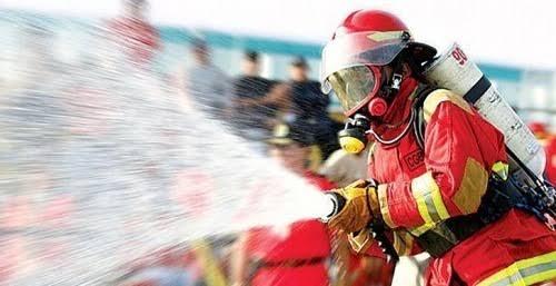 Sofocan bomberos del estado el fuego que consumía una motocicleta