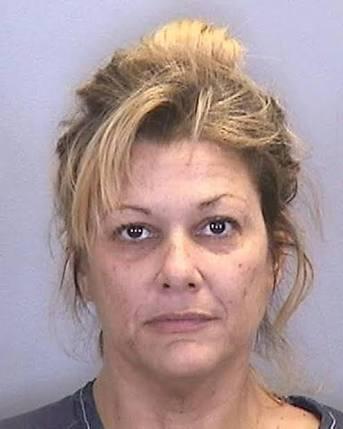 Detienen a mujer acusada de tener sexo con adolescentes