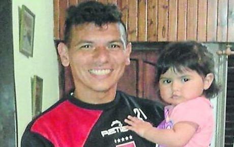 Futbolista se cambia el apellido para evitar bullying contra su hija