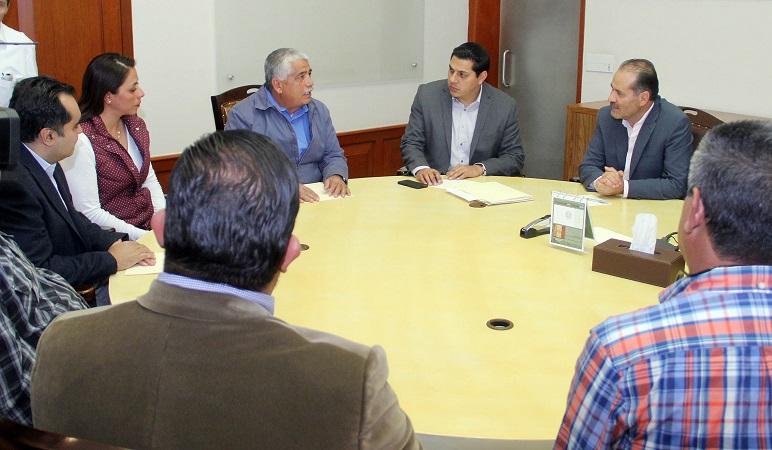 """Se reúne MOS con transportistas afectados por """"gasolinazo"""""""