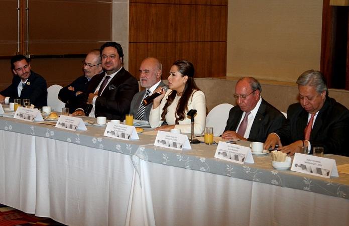 Refrenda Tere Jiménez su apoyo a industriales de Aguascalientes