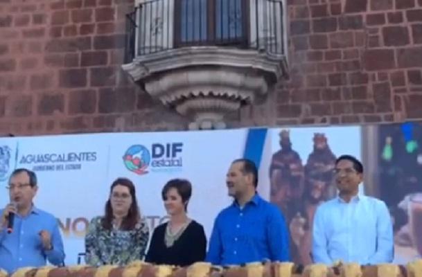 Comparten DIF Estatal y MOS monumental Rosca de Reyes con habitantes de Ags.
