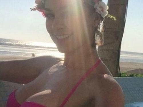 """La Chule"" enciende las redes con sensual bikini"