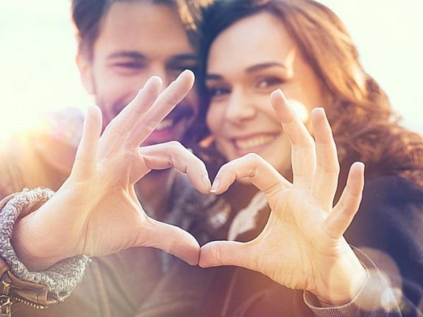 Mujeres desean más a los hombres con pareja que a los solteros