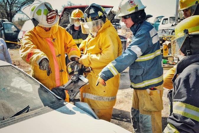 Capacitan a bomberos de Jesús María en extracción de personas prensadas en accidentes