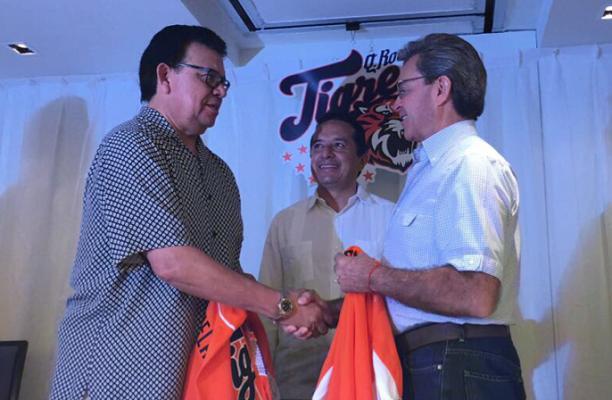 Fernando Valenzuela compra a los Tigres; seguirán en Cancún