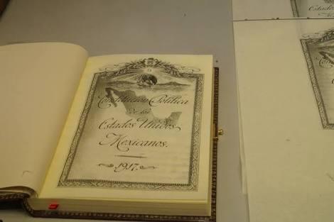 Aguascalientes recibe facsimilar de la Constitución Política de los Estado Unidos Mexicanos de 1917