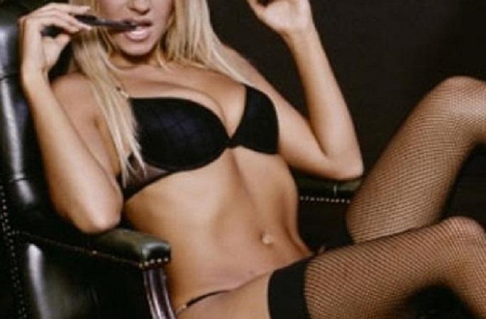 Compañeros de funcionaria descubren que es actriz porno