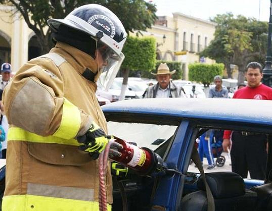 Capacitan a bomberos de Jesús María en rescate de personas en accidentes