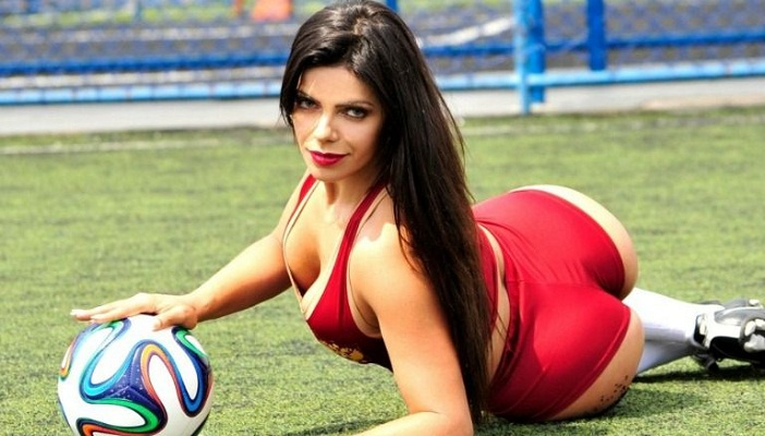 Miss Bumbum se desnuda tras remontada del Barcelona ante PSG