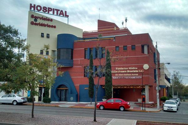 Avientan a sujeto frente a un hospital herido de bala en Aguascalientes