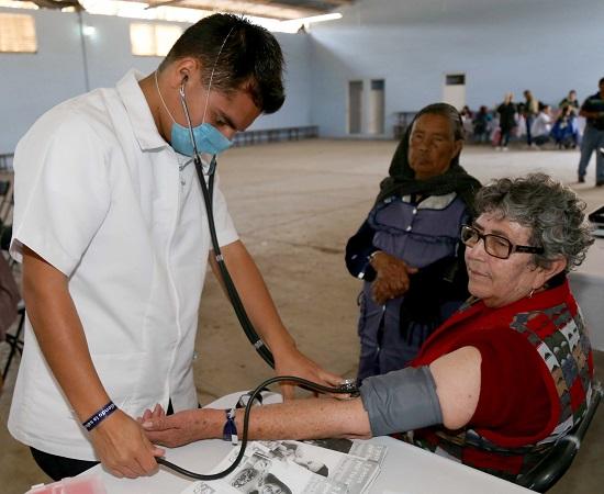 Fortalece DIF Municipal de Ags. brigadas de salud en grupos vulnerables