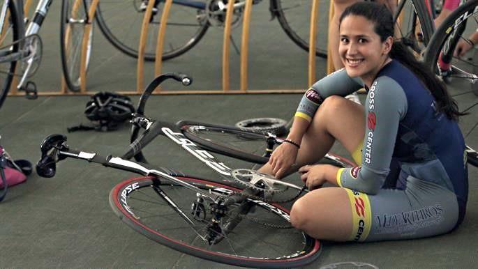 Tiene el record mundial, pero compite con bici prestada