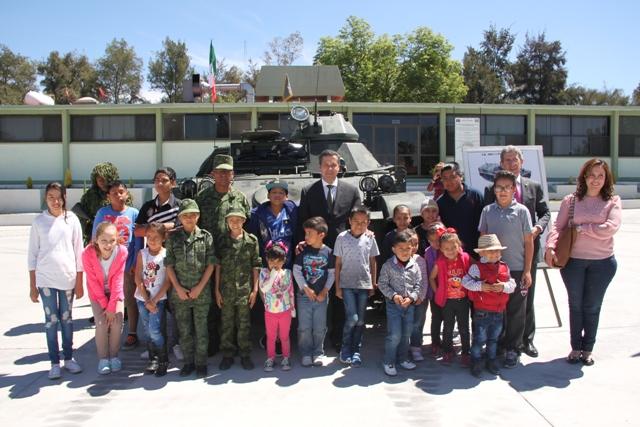 Niños con cáncer cumplen su sueño de ser soldados por un día en Ags.
