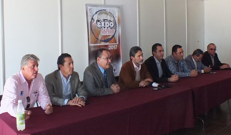 En 20 años se duplicó la producción de leche en México: SEDRAE