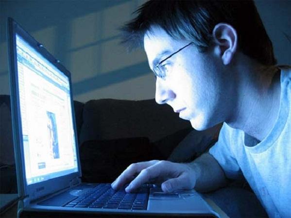 Personas que pasan más tiempo en Internet se sienten más insatisfechas con su físico