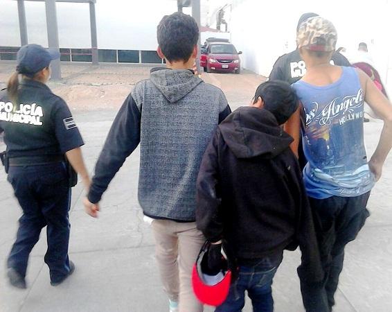 ¡Qué bonita familia! Detienen a 3 hermanos ladrones en Ags.