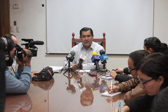 Más de 60 funcionarios municipales no cuentan con cédula profesional: NV