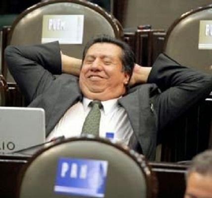 "Sergio Augusto se dice ""orgulloso"" de Peña Nieto"
