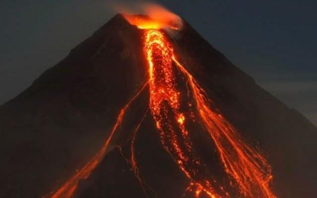 Desarrollan método para cargar celulares tras la erupción de un volcán en Islandia