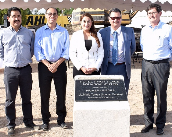 Tere Jiménez coloca primera piedra de nuevo hotel en Ags.