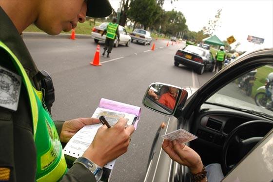 Agentes viales ya podrán cobrar multas a través de terminales electrónicas