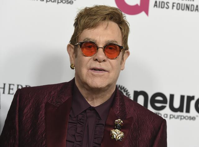 """Elton John sufre """"peligrosa y rara"""" infección bacteriana"""