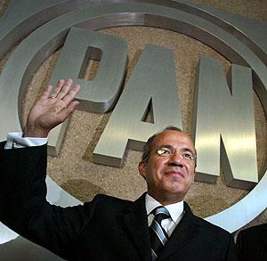 Si no ponen a su esposa de candidata amaga Calderón dejar al PAN