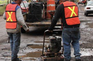 Preocupada alcaldesa por baches ordena intensificación de bacheo en Ags