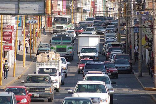 Presumen aumento al 50% en verificación vehicular en Aguascalientes
