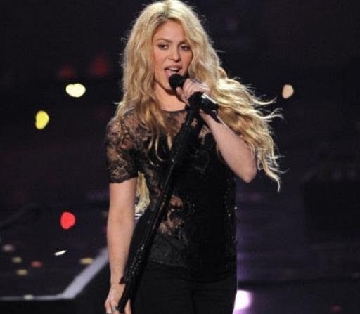 Shakira es criticada por usar símbolo nazi en su actual gira