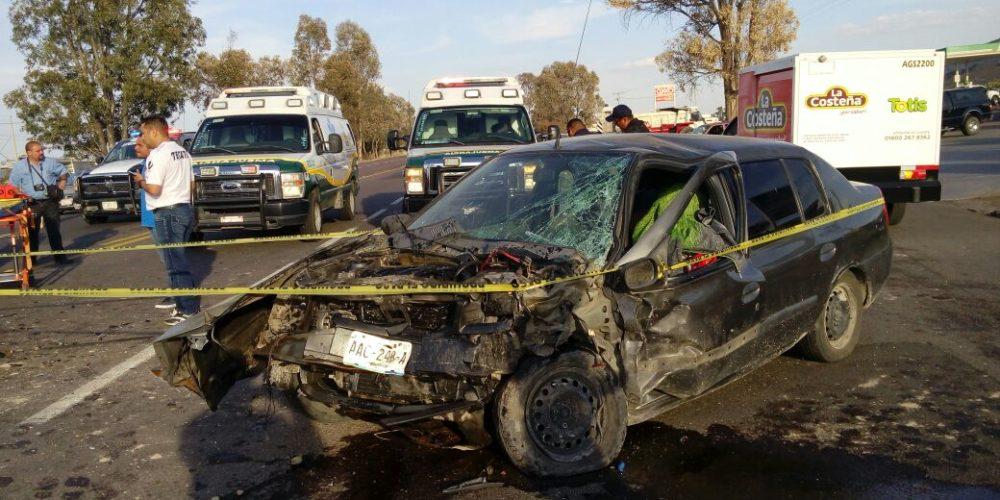 Choque deja 1 muerto y 2 heridos en Aguascalientes