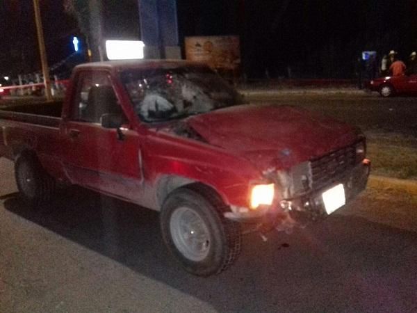 Joven se suicida lanzándose a paso de un vehículo