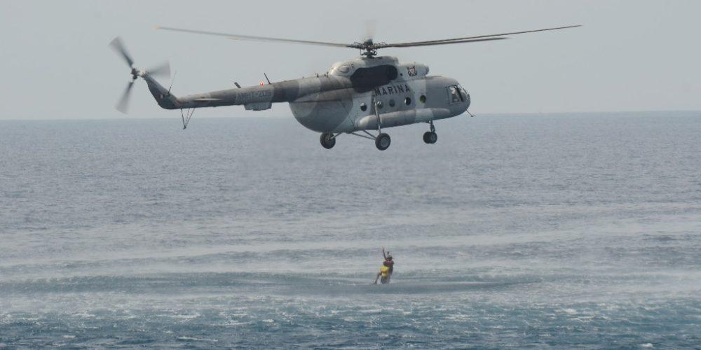 En Guerrero, Marina rescata a pescadores perdidos