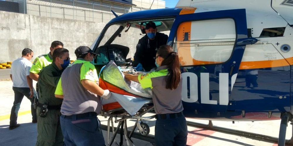 Traslada Águila I a una persona lesionada al Hospital Militar de CDMX