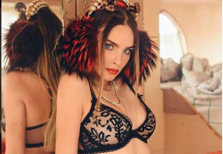 Acusan a Belinda de abusar del Photoshop en foto en bikini