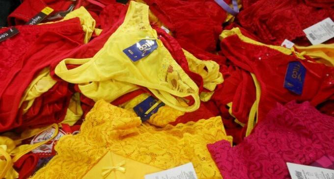 Se agotan calzones rojos y amarillos en Aguascalientes