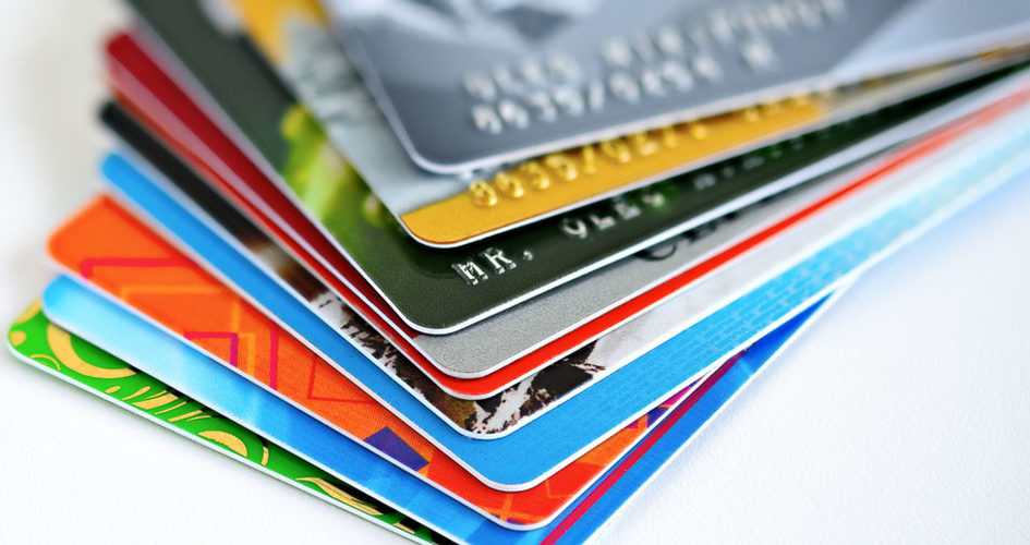 Regreso a clases disparó el endeudamiento con tarjetas de crédito: Economistas