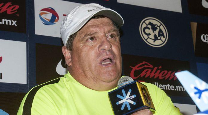 Miguel Herrera seguirá como entrenador de las Águilas