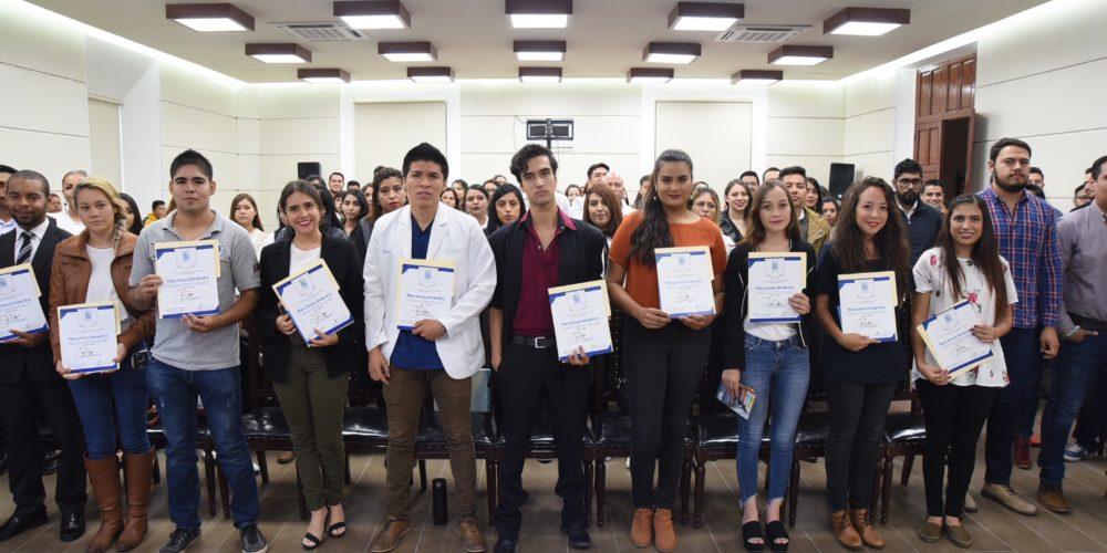 Entregó MuniAgs cartas de Liberación del Servicio Social a 200 universitarios