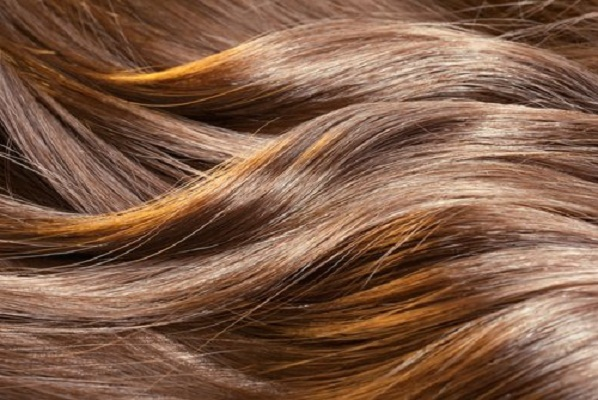 Así es como puedes alisar tu cabello sin usar plancha