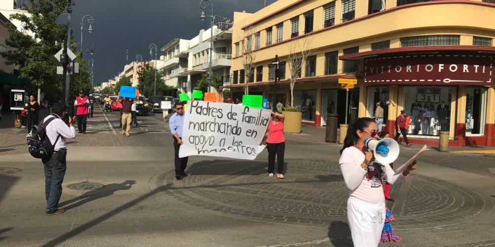 "Un puñado de los llamados ""teachers"" marchó en Aguascalientes"