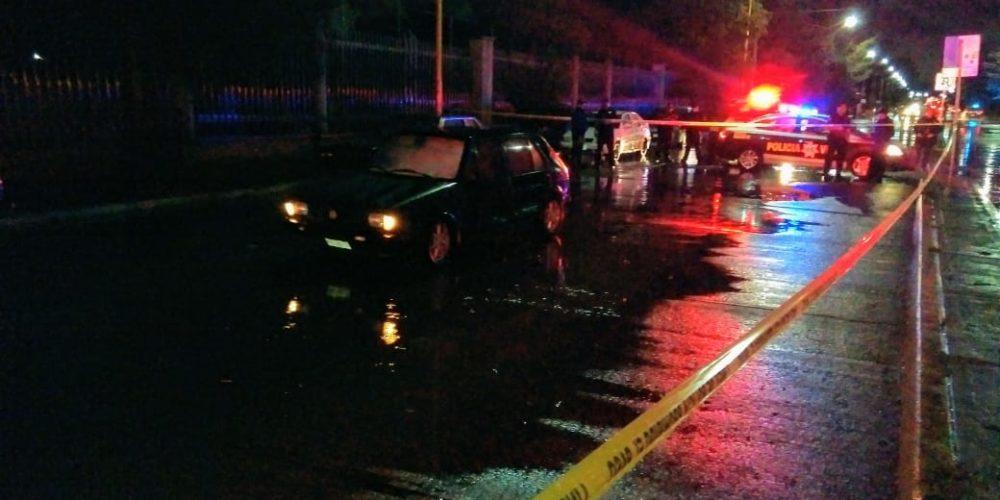 Mujer y una niña mueren por protegerse de la lluvia en su auto en Ags