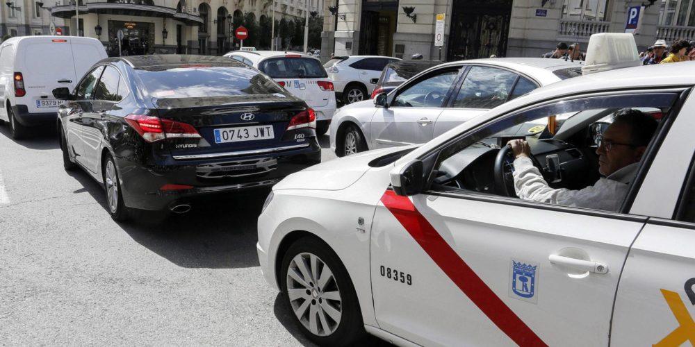 En España ordenan restricciones para Uber y Cabify