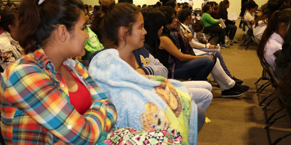 Entregan becas a 176 estudiantes jóvenes madres y jóvenes embarazadas