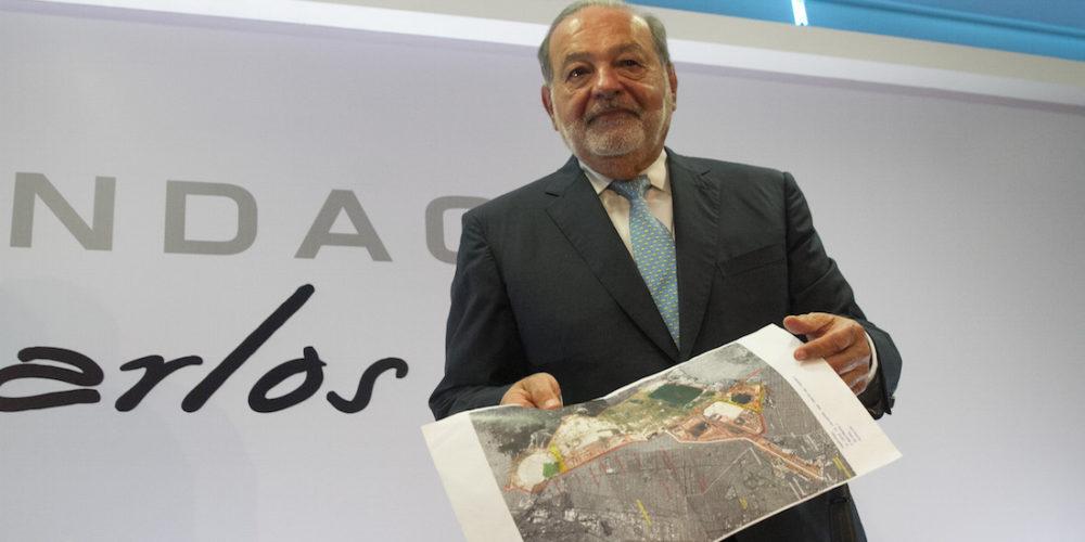 CIUDAD DE MÉXICO, 16ABRIL208.- Carlos Slim Helú, fundador y presidente del Grupo Carso, ofreció una conferencia de prensa para hablar sobre los beneficios y bondades del Nuevo Aeropuerto de la Ciudad de México, señalo que el argumentó de la posibilidad de que este se hunda por estar en los terrenos de un lago, el ingeniero subrayó que el hundimiento es un problema generalizado que se vive en todo el Valle de México. FOTO: MOISÉS PABLO /CUARTOSCURO.COM
