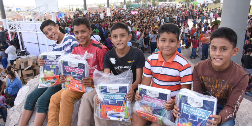 Entrega MuniAgs más de 100 mil apoyos escolares