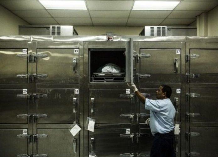 Hombre revive en la morgue y vuelve a la fiesta en donde casi muere