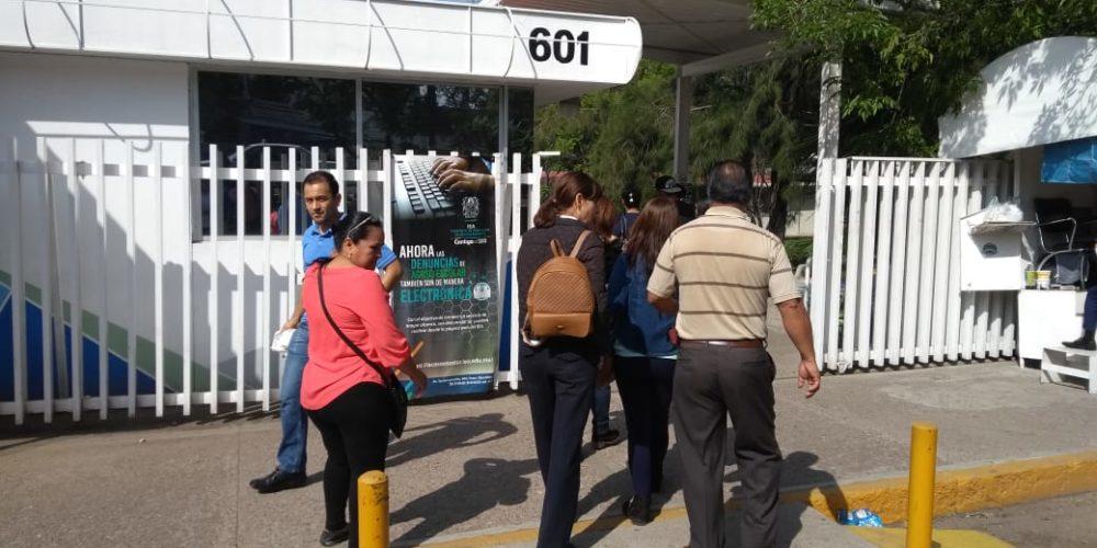 Exigen maestros jubilados al IEA pago de 60 millones de pesos